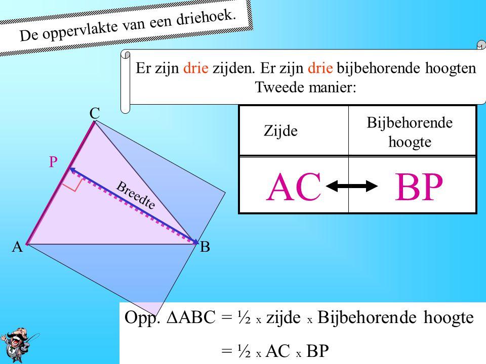 De oppervlakte van een driehoek. Er zijn drie zijden. Er zijn drie bijbehorende hoogtenbijbehorende hoogten Eerste Manier: A B C Q Zijde AB CQ Bijbeho