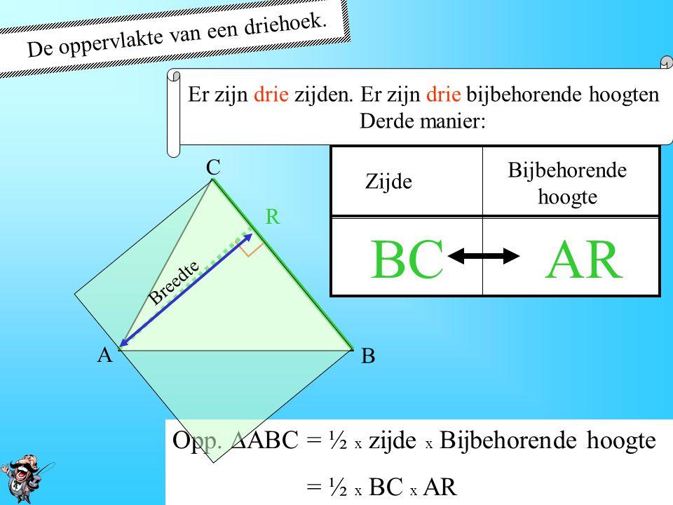 De oppervlakte van een driehoek. Er zijn drie zijden. Er zijn drie bijbehorende hoogten Tweede manier: AB C P Zijde Bijbehorende hoogte ACBP ∟ Opp. 