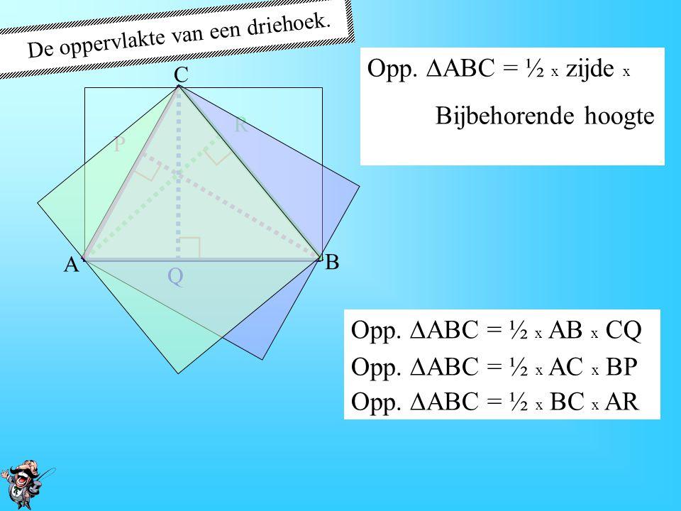 De oppervlakte van een driehoek. Er zijn drie zijden. Er zijn drie bijbehorende hoogten Derde manier: Zijde Bijbehorende hoogte BCAR A B C R ∟ Opp. 