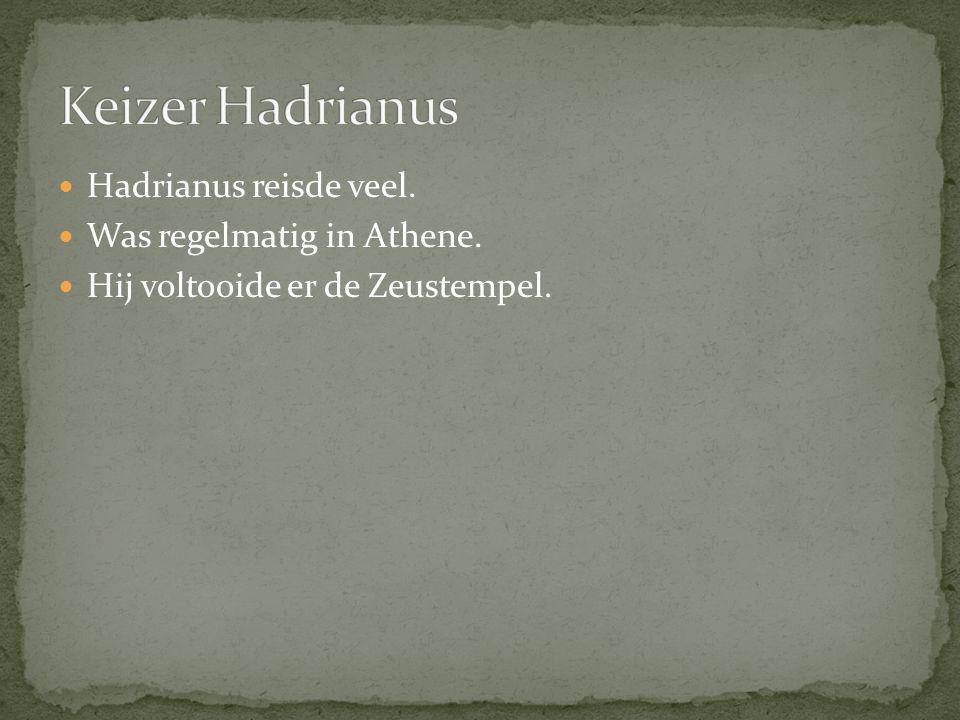 Hadrianus reisde veel. Was regelmatig in Athene. Hij voltooide er de Zeustempel.