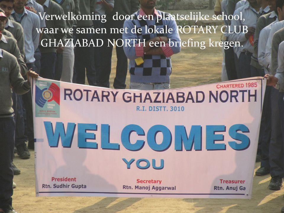 Verwelkoming door een plaatselijke school, waar we samen met de lokale ROTARY CLUB GHAZIABAD NORTH een briefing kregen.