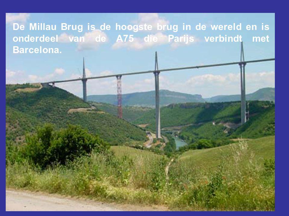 De Millau Brug is de hoogste brug in de wereld en is onderdeel van de A75 die Parijs verbindt met Barcelona.