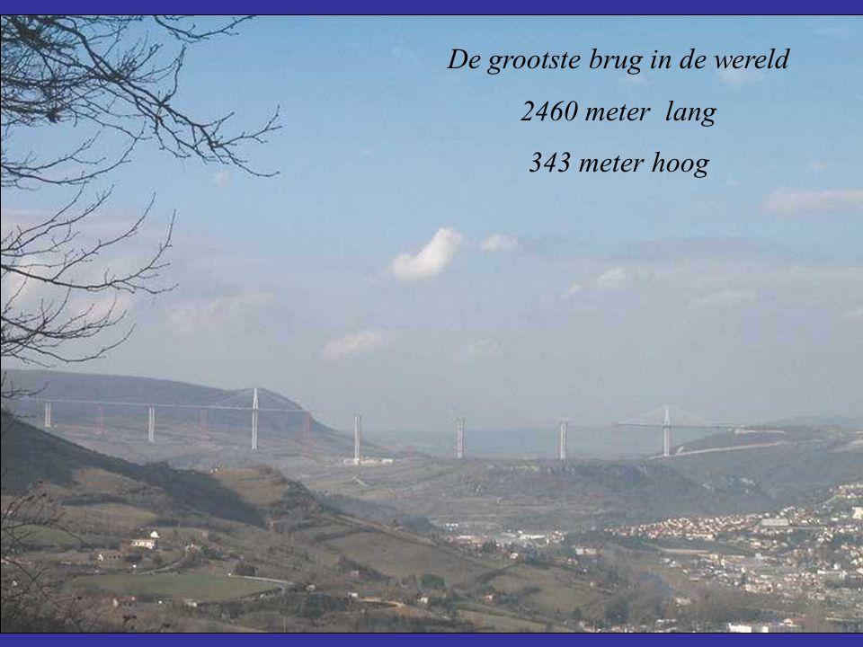 De grootste brug in de wereld 2460 meter lang 343 meter hoog