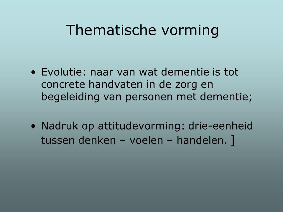 Evolutie: naar van wat dementie is tot concrete handvaten in de zorg en begeleiding van personen met dementie; Nadruk op attitudevorming: drie-eenheid
