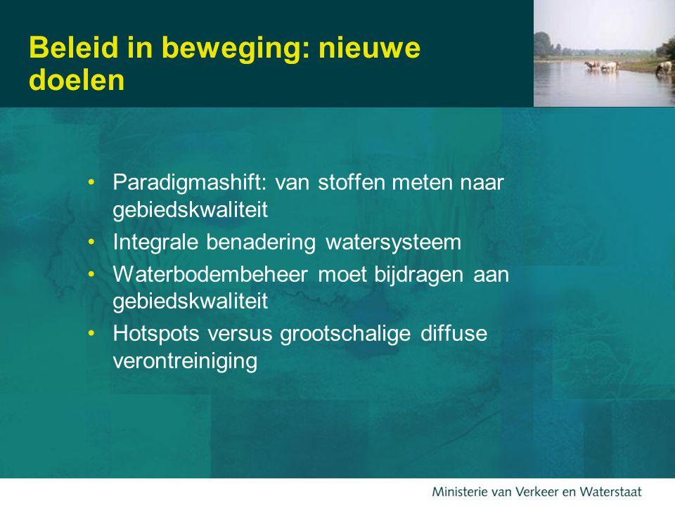 9 Beleid in beweging: nieuwe doelen Paradigmashift: van stoffen meten naar gebiedskwaliteit Integrale benadering watersysteem Waterbodembeheer moet bijdragen aan gebiedskwaliteit Hotspots versus grootschalige diffuse verontreiniging