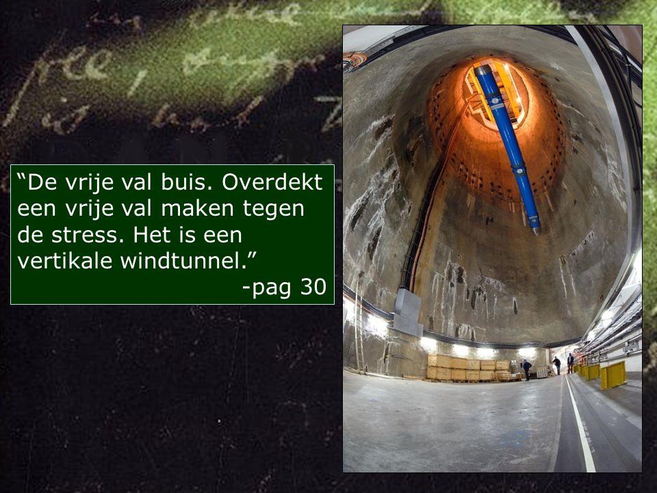 Voor hen doemde een rechthoekig, ultramodern bouwwerk van glas en staal op: de Glazen Kathedraal. -pag 25