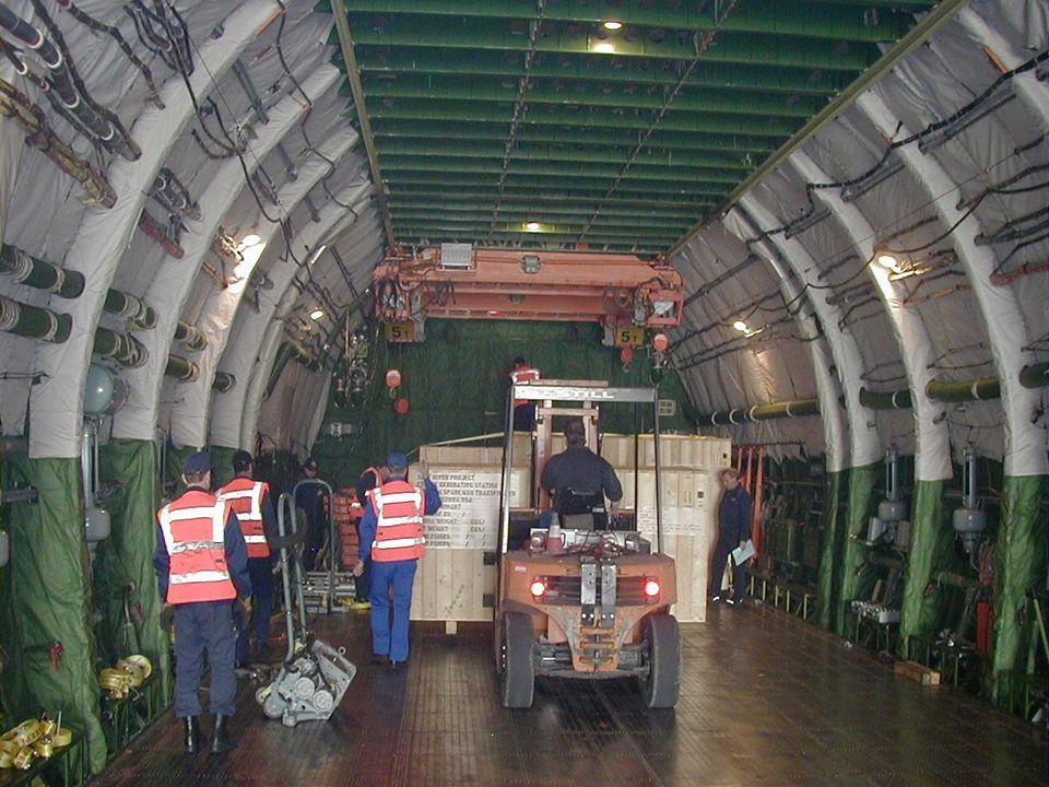 Er is plaats voor 80 personenwagens of 16 vrachtwagens met container.