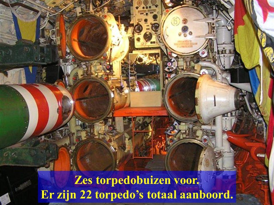 Het voorste compartiment is de torpedoruimte met een trap naar boven.