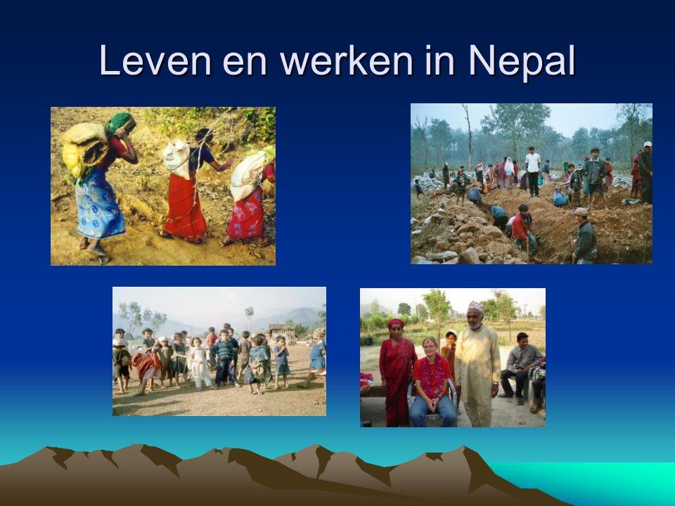 De Wereld Bank De Wereldbank Groep verstrekt leningen, kredieten, garanties en technische assistentie aan ontwikkelingslanden en landen in transitie Wereldbank in Nepal Unieke Situatie –Peace process –Nieuwe regering die geleid gaat worden door de Maoisten –Veel onzekerheid