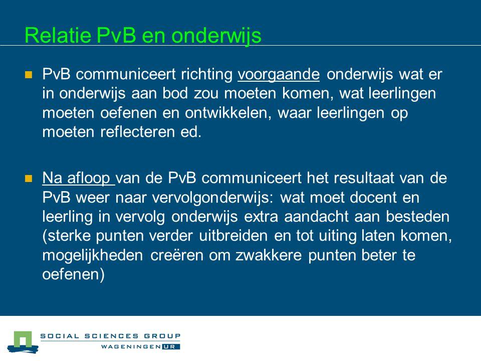 Relatie PvB en onderwijs PvB communiceert richting voorgaande onderwijs wat er in onderwijs aan bod zou moeten komen, wat leerlingen moeten oefenen en