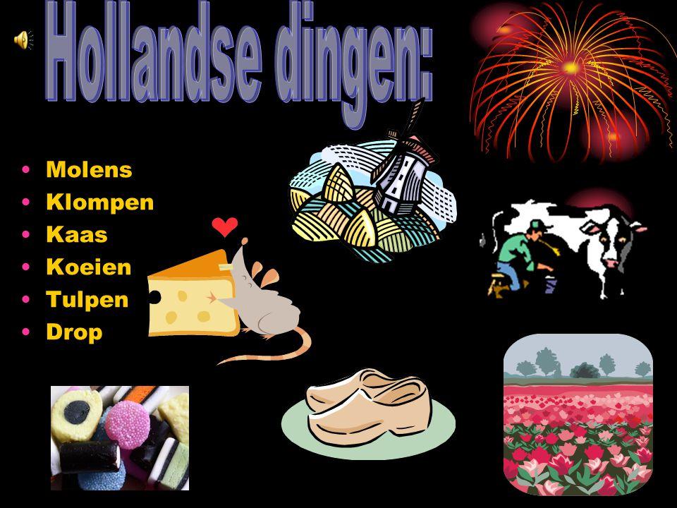Tijdens Oud&Nieuw wordt er veel vuurwerk af gestoken. En eten wij oliebollen, appelflappen en wij drinken dan champange. Om 12 uur wensen wij elkaar e