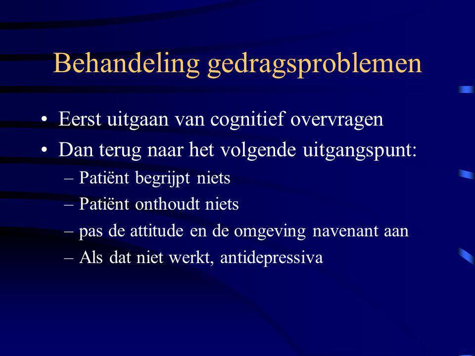 Behandeling gedragsproblemen Eerst uitgaan van cognitief overvragen Dan terug naar het volgende uitgangspunt: –Patiënt begrijpt niets –Patiënt onthoud