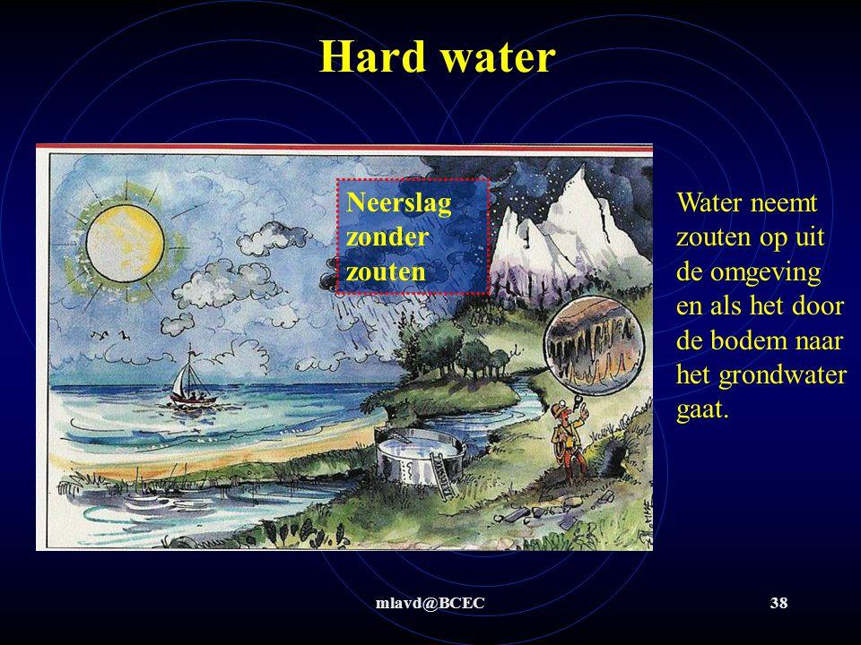 mlavd@BCEC37 Kristalwater Bereken hoeveel moleculen kristalwater in het onderstaande zout per deeltje koper(II)sulfaat zitten Schotel : 100 g Schotel + zout : 349,6 g Schotel + zout na verhitten: 259,6 g Zout + water = 349,6 – 100 = 249,6 g water = 349,6 – 259,6 = 90 g zout = 259,6 – 100 = 159,6 g zout = 159,6 g  159,6/(159,6*1,66*10 -24 g/deeltje) = 6,02*10 23 deeltjes CuSO 4 water = 90 g = 90/(18*1,66*10 -24 g/molecuul) = 30,1*10 23 moleculen CuSO 4 : water = 6,02*10 23 : 30,1*10 23 = 1 : 5