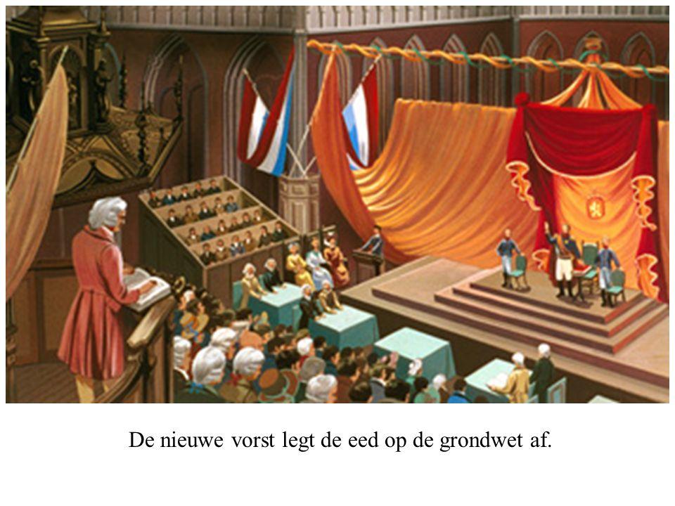 De nieuwe vorst legt de eed op de grondwet af.