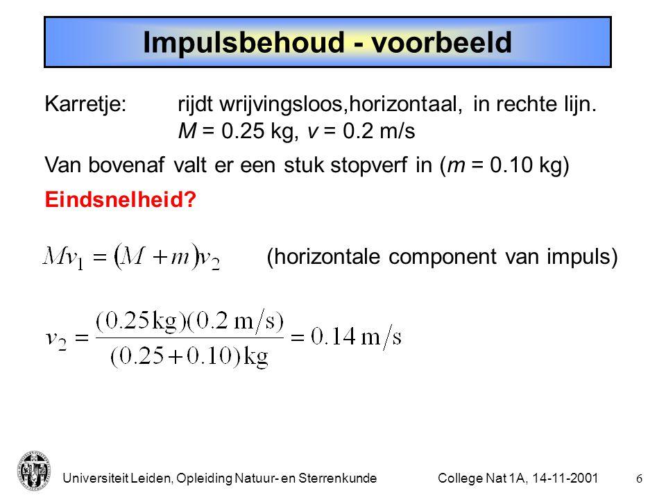 Universiteit Leiden, Opleiding Natuur- en Sterrenkunde5College Nat 1A, 14-11-2001 Behoud van impuls In een gesloten systeem blijft de totale impuls constant.