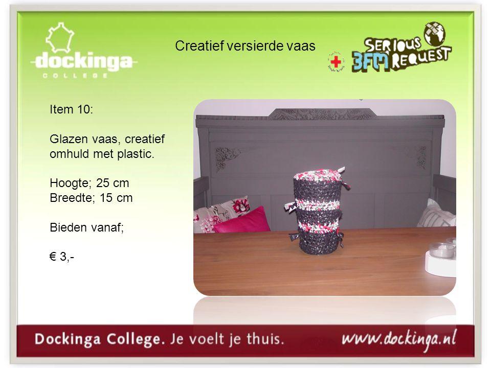 Creatief versierde vaas Item 10: Glazen vaas, creatief omhuld met plastic.
