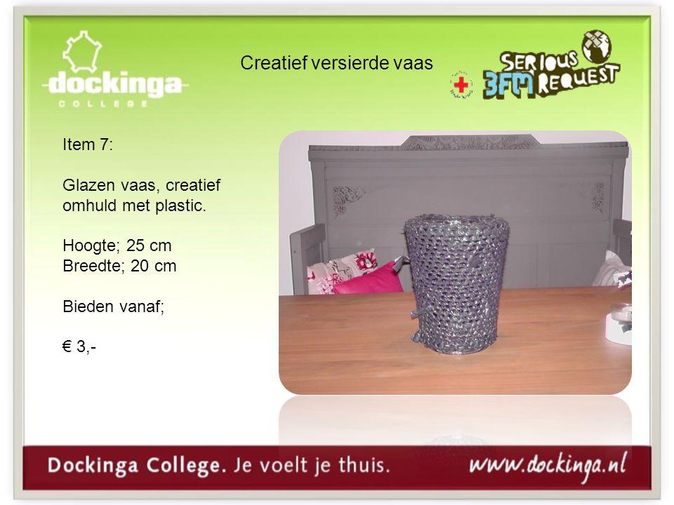 Creatief versierde vaas Item 7: Glazen vaas, creatief omhuld met plastic.