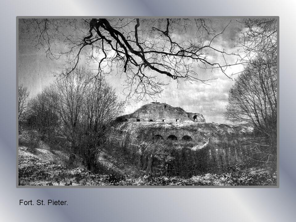 St. Pieter. Boerderij tegen de berg aangebouwd.
