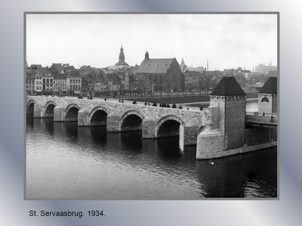 St. Servaasbrug met paardentram ongeveer rond 1900.