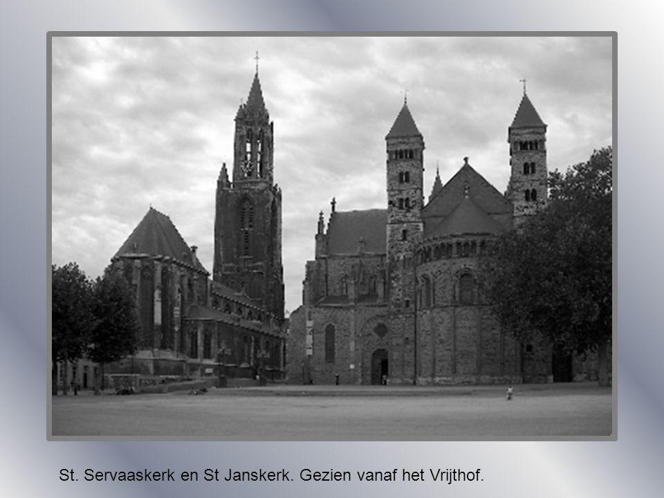 St. Servaaskerk zonder middentoren. St. Servaaskerk met middentoren