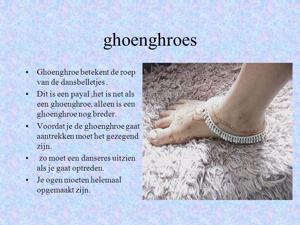 ghoenghroes Ghoenghroe betekent de roep van de dansbelletjes.