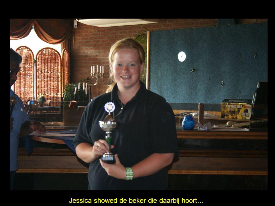 Jessica showed de beker die daarbij hoort…