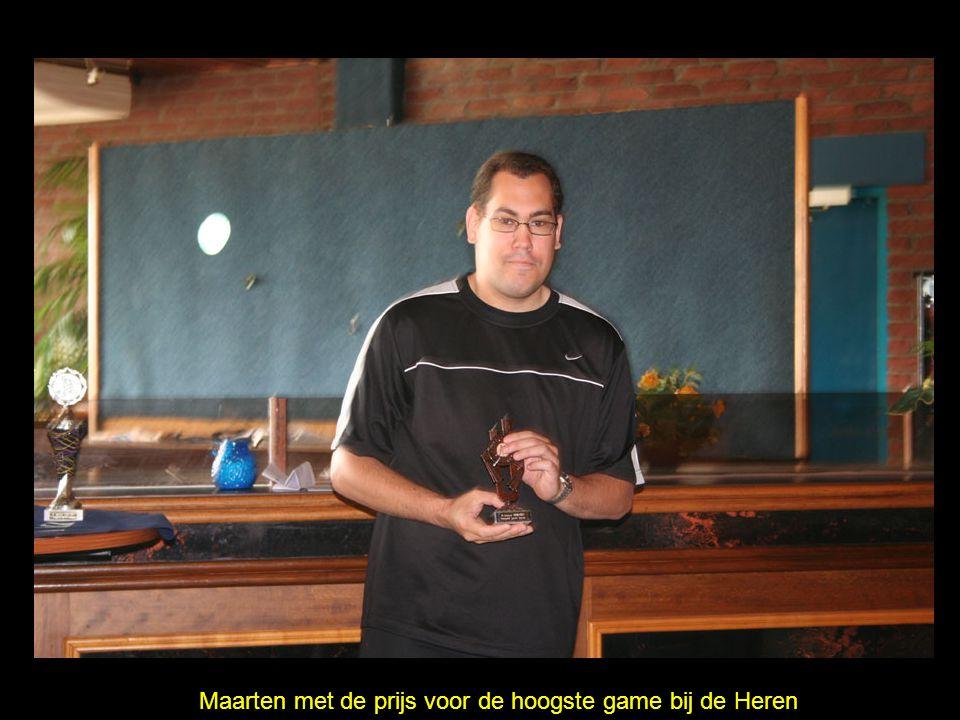 Maarten met de prijs voor de hoogste game bij de Heren