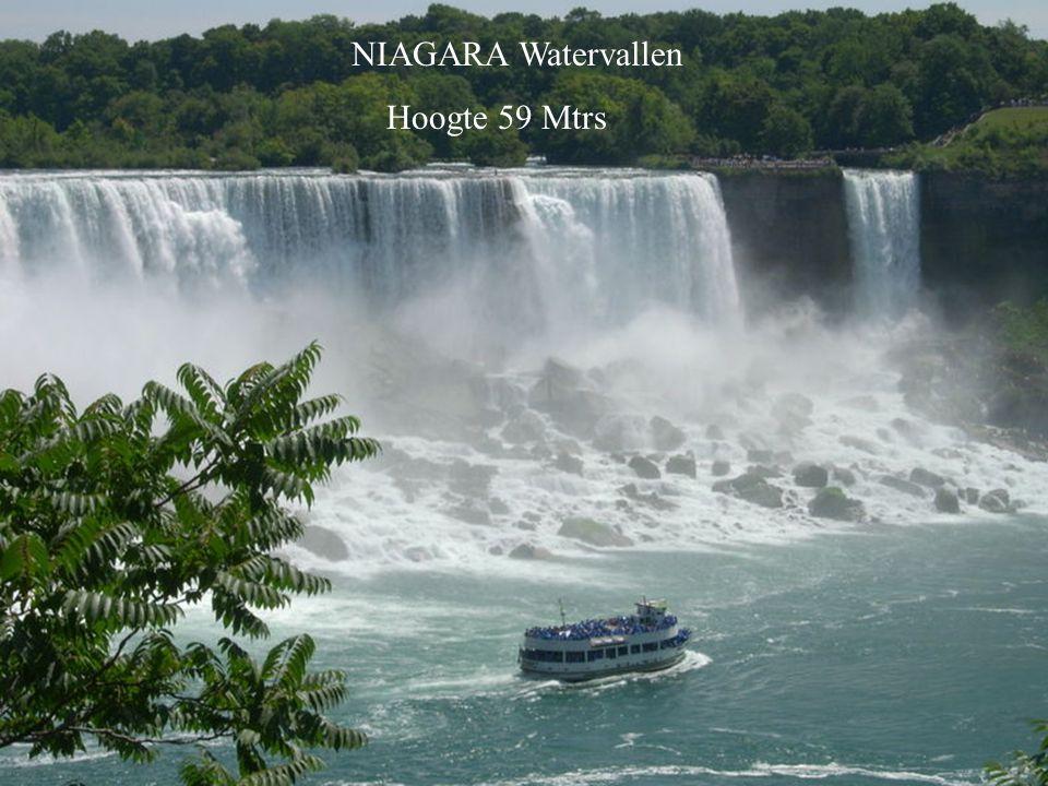 En bekijk dat hier eens!….Een grote waterval verdeeld over 270 kleintjes met een lengte van 2.7 kilometers op de Iguazu River.