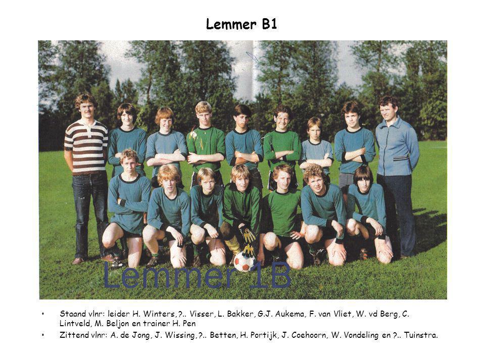 Lemmer B1 Staand vlnr: leider H. Winters, ?.. Visser, L. Bakker, G.J. Aukema, F. van Vliet, W. vd Berg, C. Lintveld, M. Beljon en trainer H. Pen Zitte