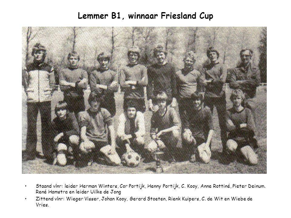 Lemmer B1, winnaar Friesland Cup Staand vlnr: leider Herman Winters, Cor Portijk, Henny Portijk, C. Kooy, Anne Rottiné, Pieter Deinum. René Hamstra en