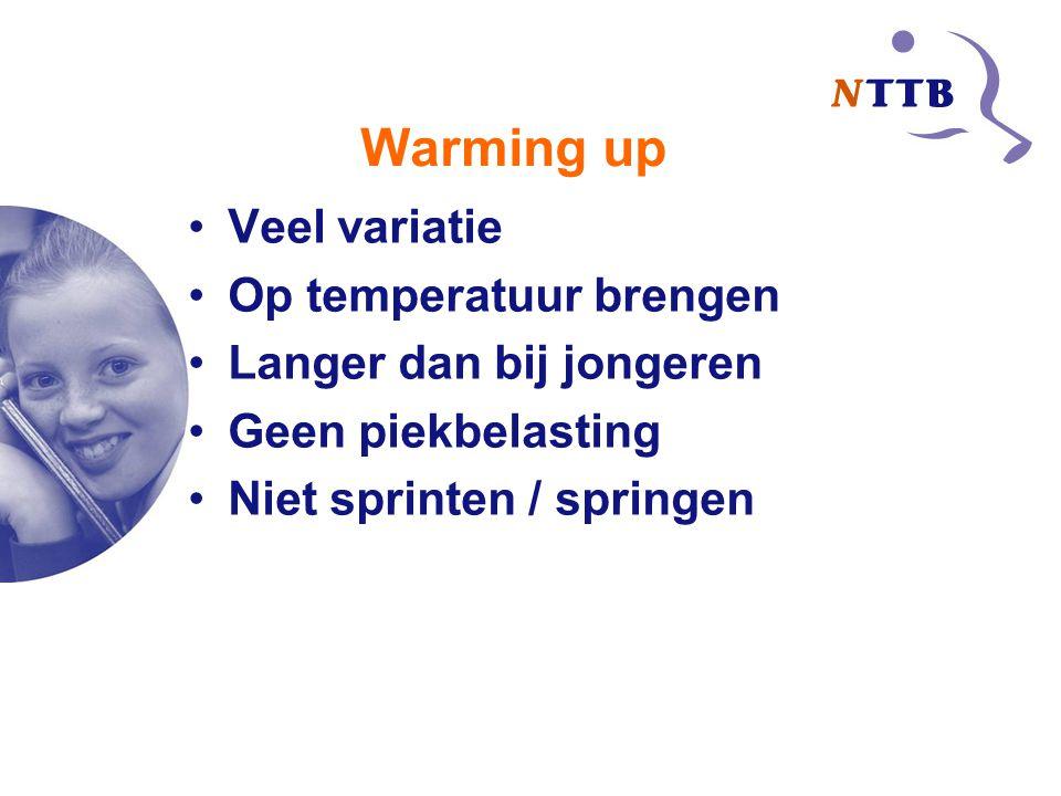 Warming up Veel variatie Op temperatuur brengen Langer dan bij jongeren Geen piekbelasting Niet sprinten / springen