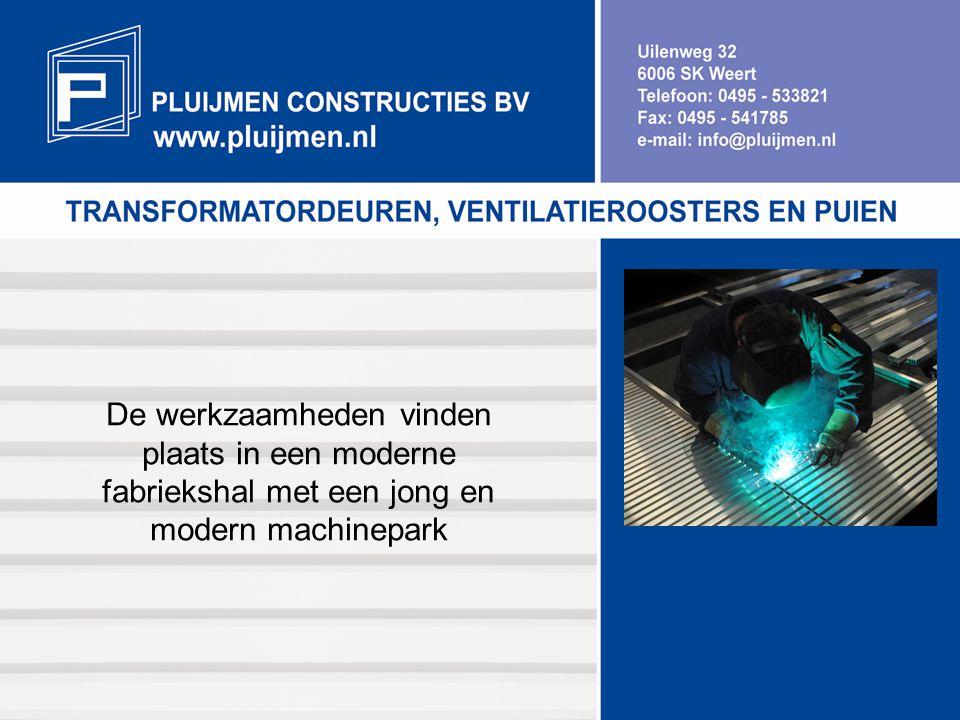 De werkzaamheden vinden plaats in een moderne fabriekshal met een jong en modern machinepark