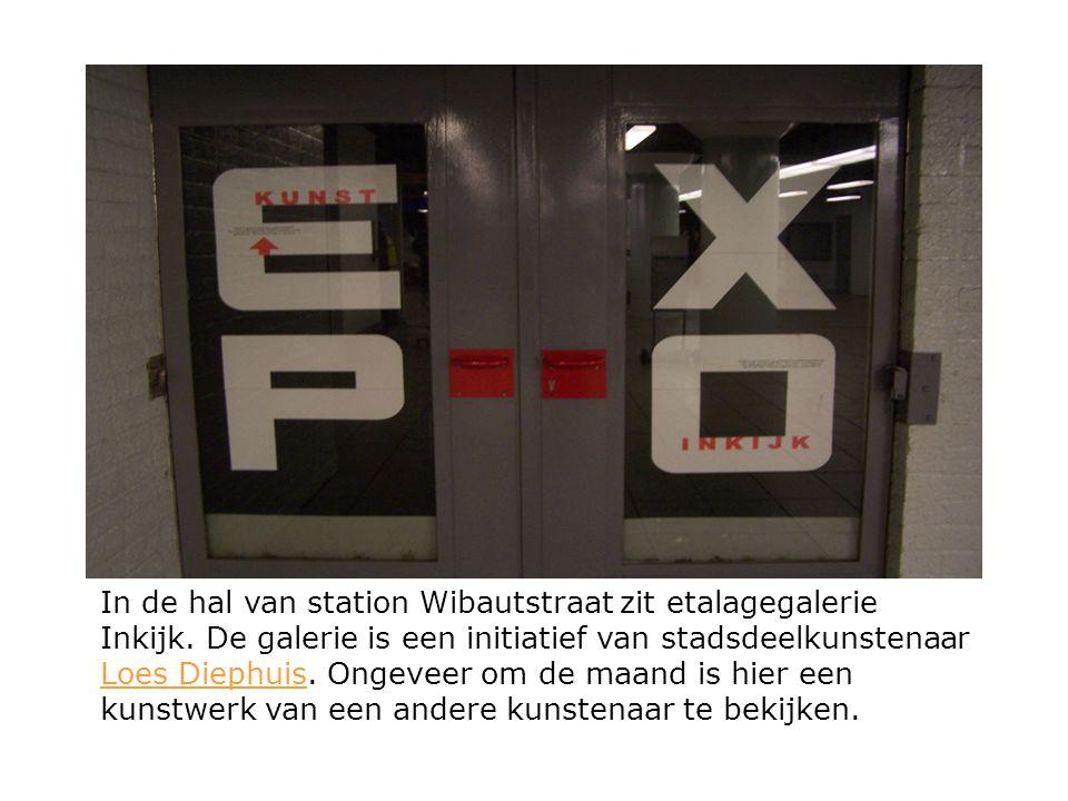 In de hal van station Wibautstraat zit etalagegalerie Inkijk. De galerie is een initiatief van stadsdeelkunstenaar Loes Diephuis. Ongeveer om de maand