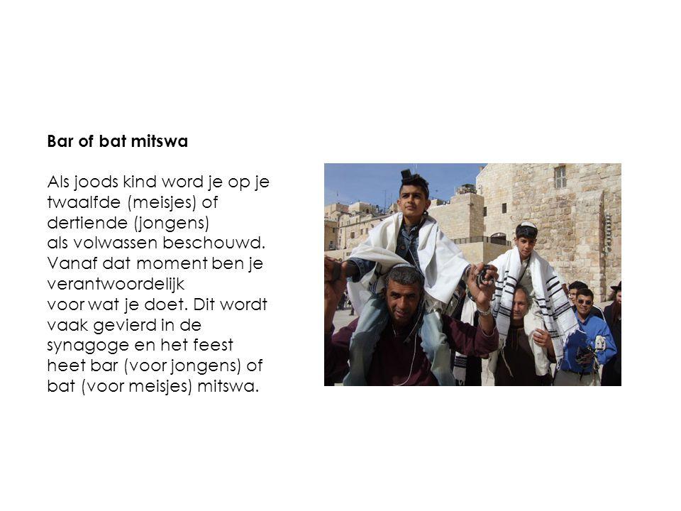 Bar of bat mitswa Als joods kind word je op je twaalfde (meisjes) of dertiende (jongens) als volwassen beschouwd. Vanaf dat moment ben je verantwoorde
