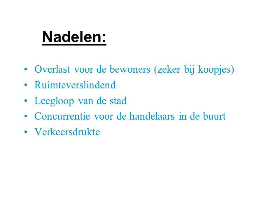 Overlast voor de bewoners (zeker bij koopjes) Ruimteverslindend Leegloop van de stad Concurrentie voor de handelaars in de buurt Verkeersdrukte Nadelen: