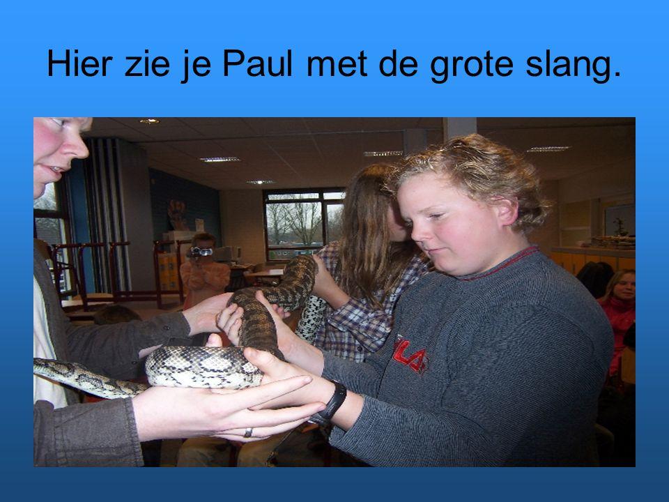 Hier zie je Paul met de grote slang.