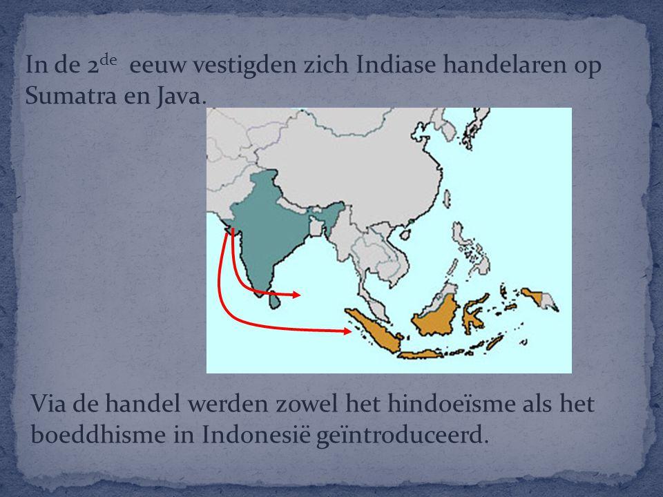 In de 2 de eeuw vestigden zich Indiase handelaren op Sumatra en Java. Via de handel werden zowel het hindoeïsme als het boeddhisme in Indonesië geïntr