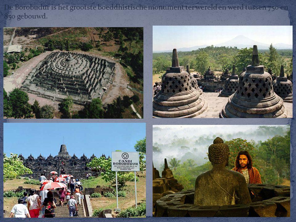 De Borobudur is het grootste boeddhistische monument ter wereld en werd tussen 750 en 850 gebouwd.