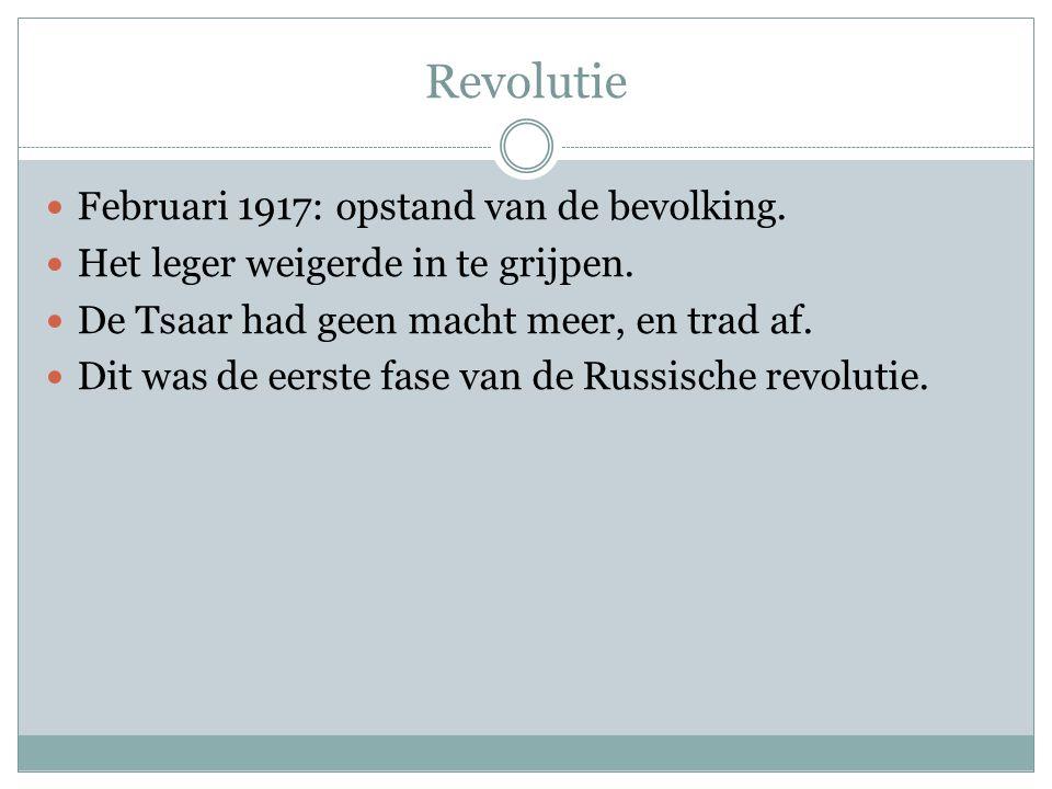 Revolutie Februari 1917: opstand van de bevolking. Het leger weigerde in te grijpen. De Tsaar had geen macht meer, en trad af. Dit was de eerste fase