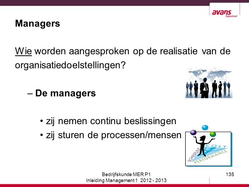 135 Managers Wie worden aangesproken op de realisatie van de organisatiedoelstellingen? –De managers zij nemen continu beslissingen zij sturen de proc