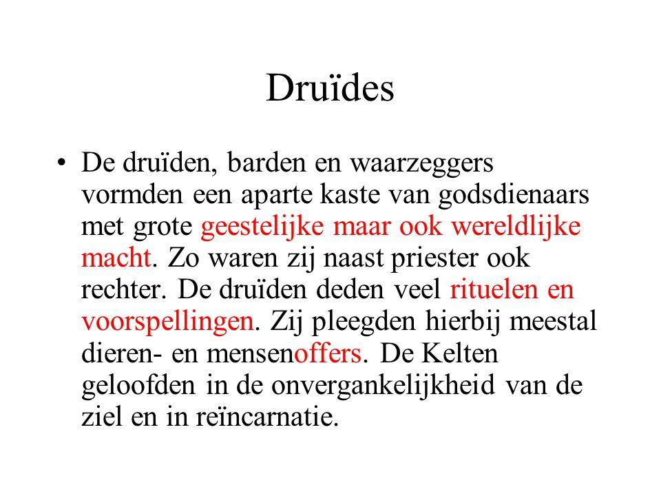 Druïdes De druïden, barden en waarzeggers vormden een aparte kaste van godsdienaars met grote geestelijke maar ook wereldlijke macht.