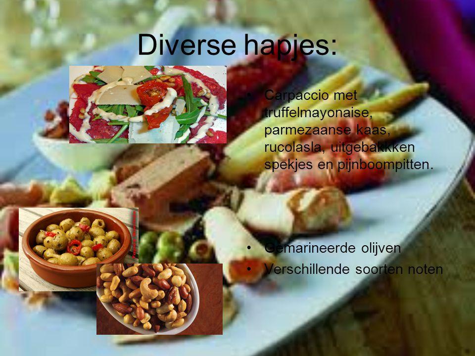 Diverse hapjes: Carpaccio met truffelmayonaise, parmezaanse kaas, rucolasla, uitgebakkken spekjes en pijnboompitten. Gemarineerde olijven Verschillend