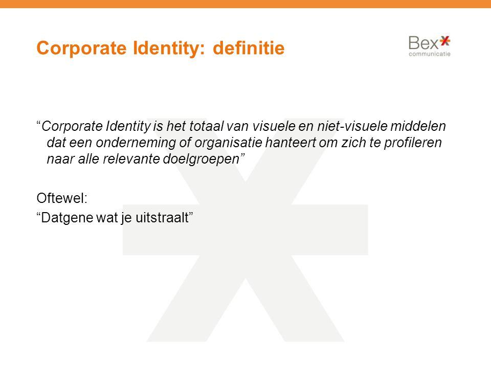 Corporate Identity: definitie Corporate Identity is het totaal van visuele en niet-visuele middelen dat een onderneming of organisatie hanteert om zich te profileren naar alle relevante doelgroepen Oftewel: Datgene wat je uitstraalt