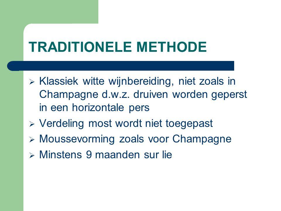 TRANSFERTMETHODE  Moussevorming zoals in Champagne  Flessen worden onder druk overgebracht in een tank, geklaard en gefilterd  Dosagelikeur wordt aan de tank toegevoegd om type te bepalen  Botteling onder druk in de oorspronkelijke fles