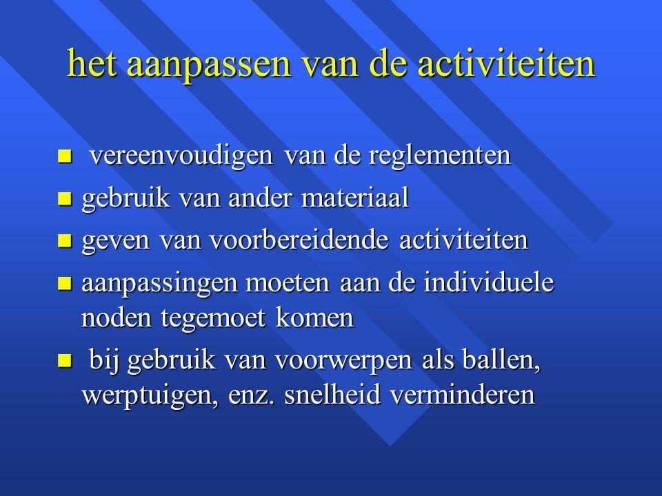 het aanpassen van de activiteiten n vereenvoudigen van de reglementen n gebruik van ander materiaal n geven van voorbereidende activiteiten n aanpassi