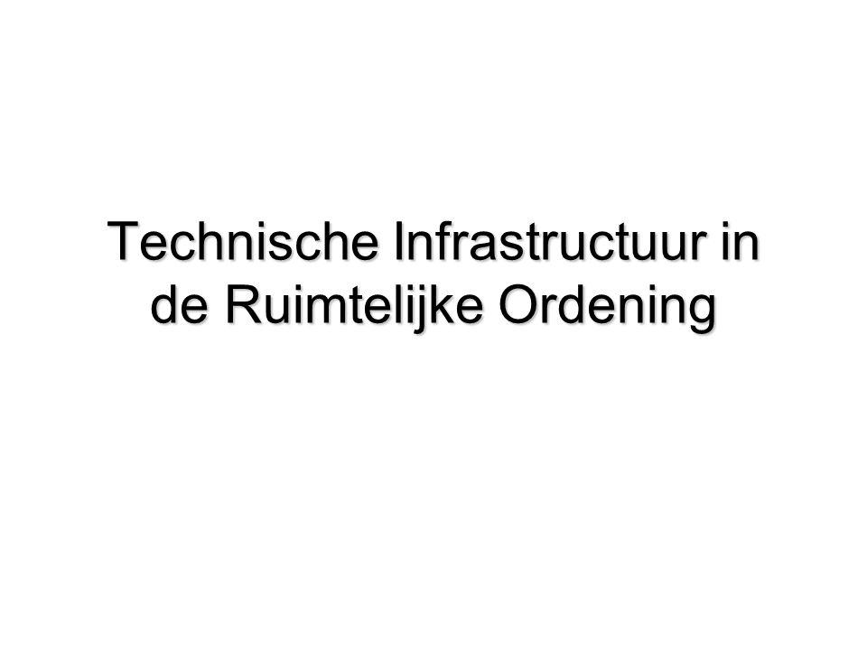 Opzet college 1.Introductie problematiek; de verplaatsingsmarkt 2.Ruimtelijke Ordening als instrument voor een duurzame mobiliteit 3.Het beoordelen van de bereikbaarheid van locaties 4.Verstedelijking en mobiliteit 5.Beleidsplan Duurzame Mobiliteit Vlaanderen/Ruimtelijk Structuurplan Vlaanderen 6.Provinciaal verkeers- en vervoerplan 7.Workshop beleidsontwikkeling: formuleer:opgaven, doelstellingen, randvoorwaarden, kaders, middelen/instrumenten, rollen 8.Werken met scenario's 9.Zelforganisatie in het transportsysteem 10.Voordracht gast : Verkeer en prijsbeleid Scriptie