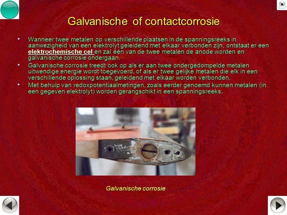 Galvanische of contactcorrosie Wanneer twee metalen op verschillende plaatsen in de spanningsreeks in aanwezigheid van een elektrolyt geleidend met el
