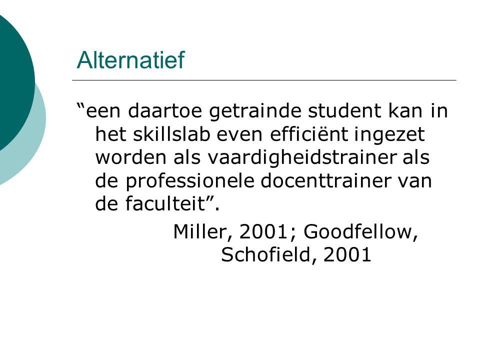 Alternatief een daartoe getrainde student kan in het skillslab even efficiënt ingezet worden als vaardigheidstrainer als de professionele docenttrainer van de faculteit .