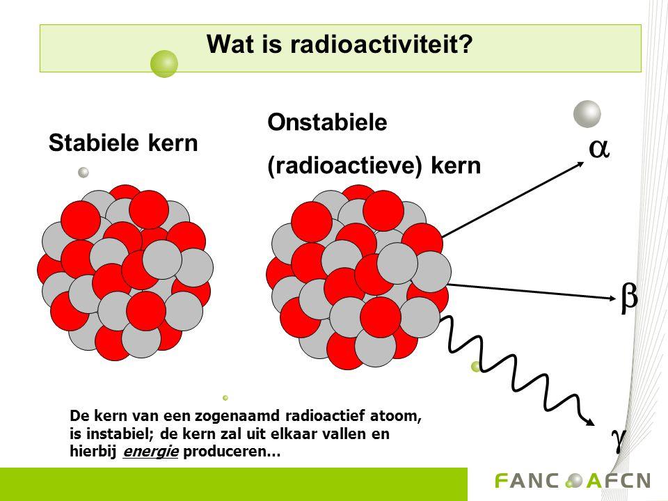 De kern van een zogenaamd radioactief atoom, is instabiel; de kern zal uit elkaar vallen en hierbij energie produceren… Stabiele kern Onstabiele (radi