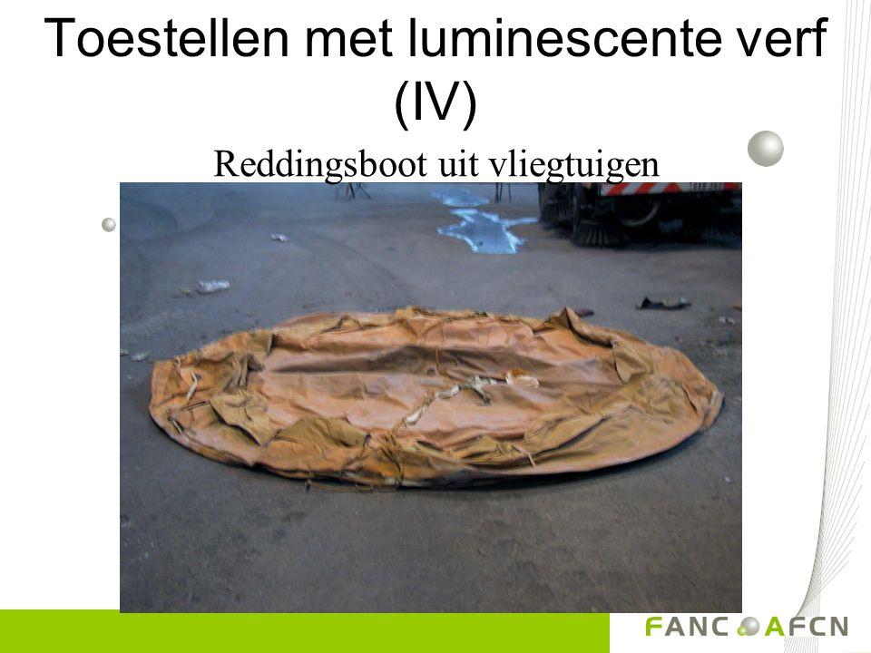 Toestellen met luminescente verf (III) compas